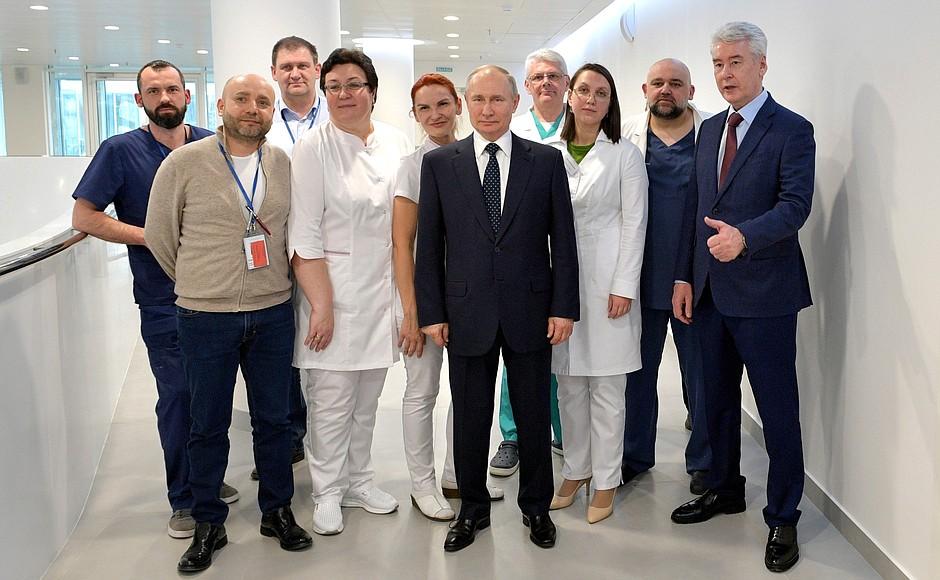 Владимир Путин осмотрел в московском посёлке Коммунарка больницу, предназначенную для пациентов с подозрением на коронавирусную инфекцию (5)