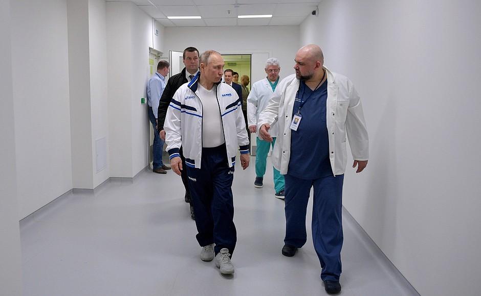 Владимир Путин осмотрел в московском посёлке Коммунарка больницу, предназначенную для пациентов с подозрением на коронавирусную инфекцию (4)