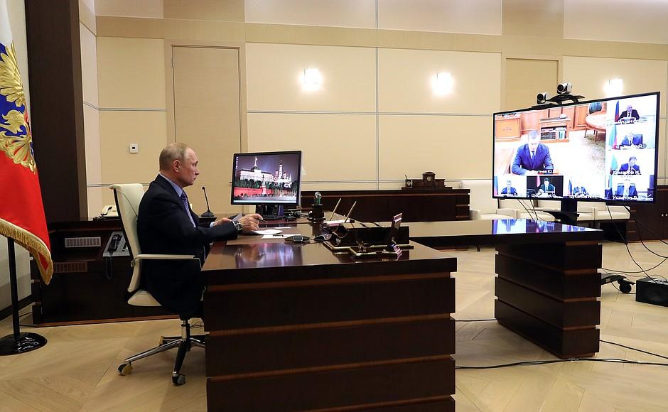 На совещании с полномочными представителями Президента в федеральных округах.